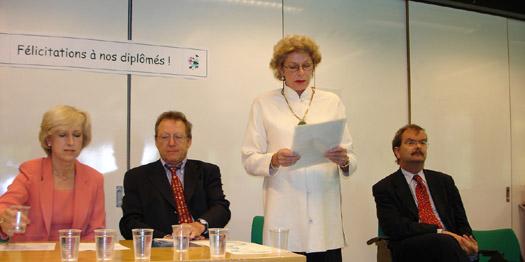 de gauche à droite : Louise Doswald Beck, directrice du CUDIH; Roger Durand; Pierrette Mourgue d'Algue, secrétaire du Prix Henry Dunant; Marco Sassoli, président du CUDIH.